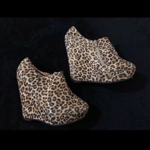 NEW Size 7 - Cheetah wedges